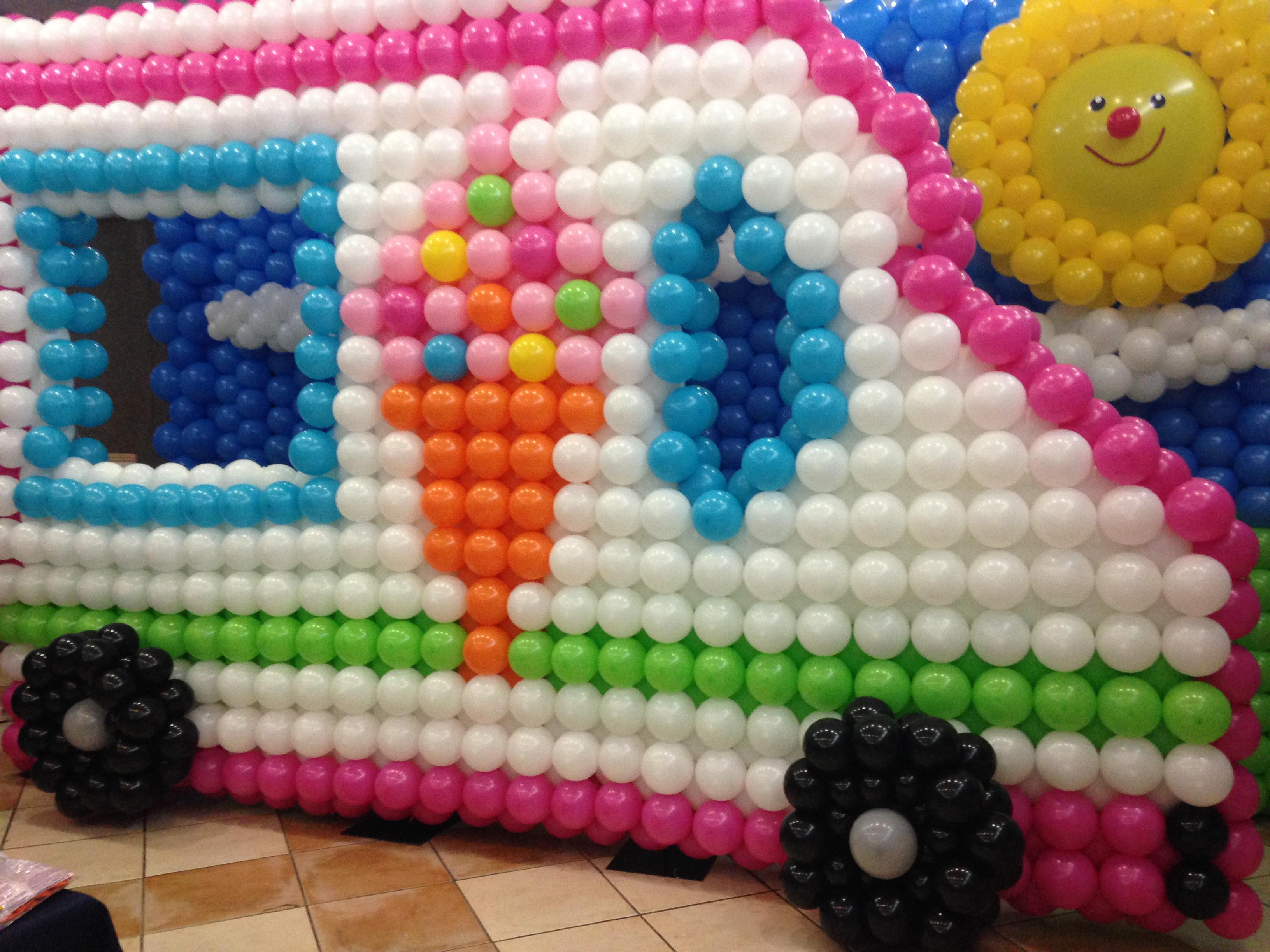 bus con globos