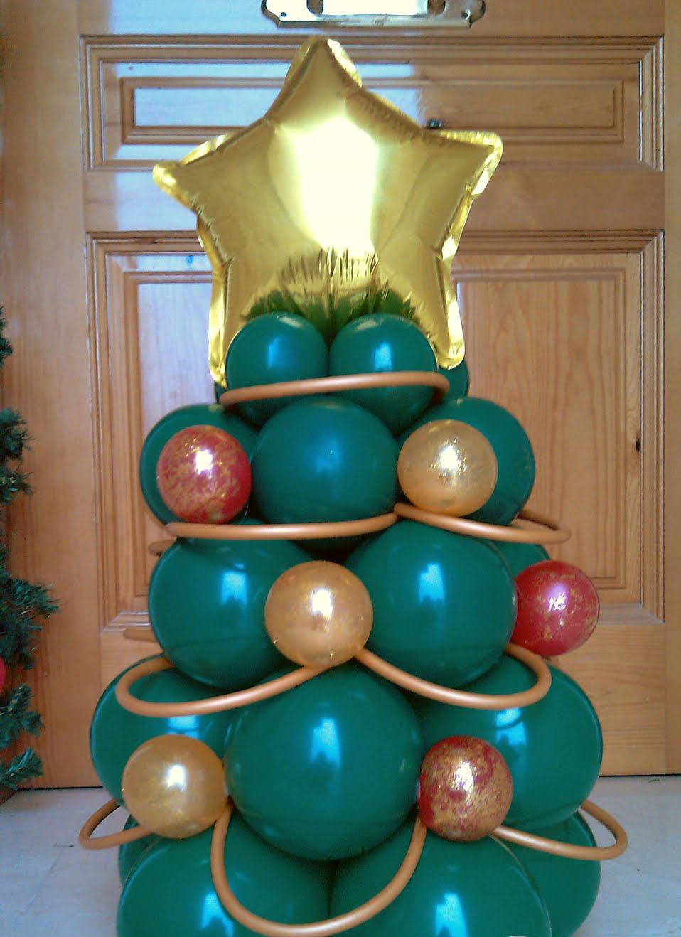 árbol de pascua con globos