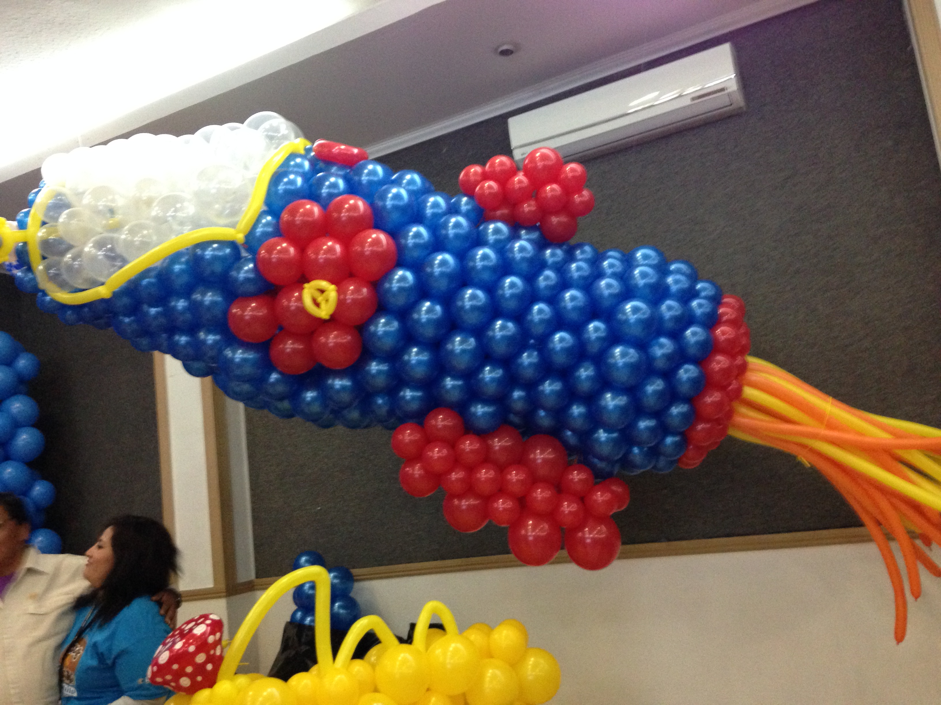 cohete con globos