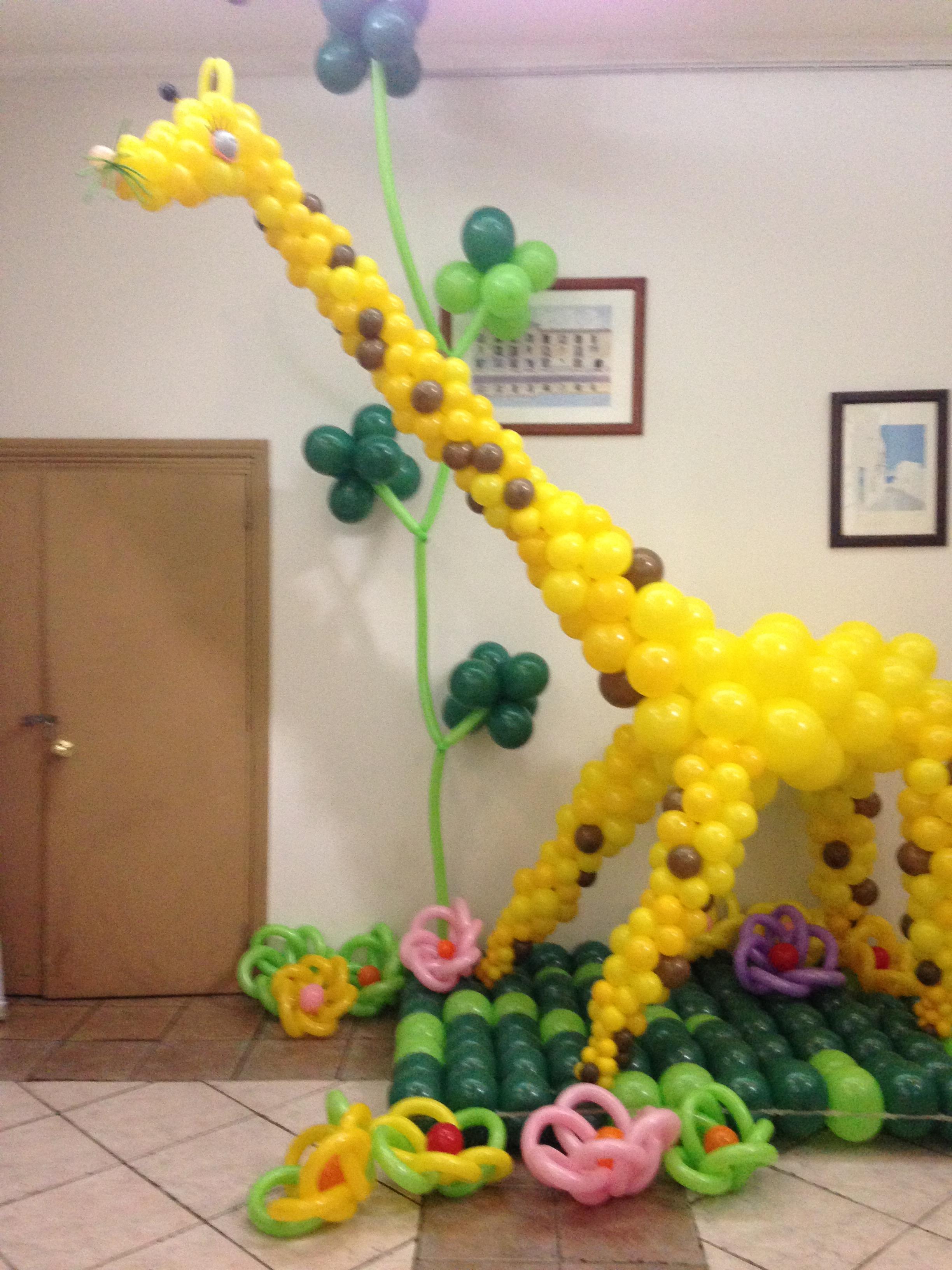 jirafa con globos