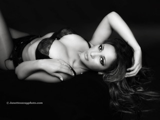 BOUDOIR SESSIONS - 50% off and a Gorgeous Gift. Book Online Before the End of July.