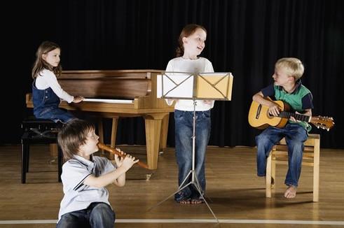Come capire se tuo figlio ha la passione per la musica e quale strumento è più adatto a lui?