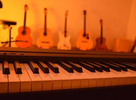 i migliori insegnanti di musica a Pozzuoli e a Napoli Accademia musicale LIVESHOWCAMPANIA Pozzuoli/N