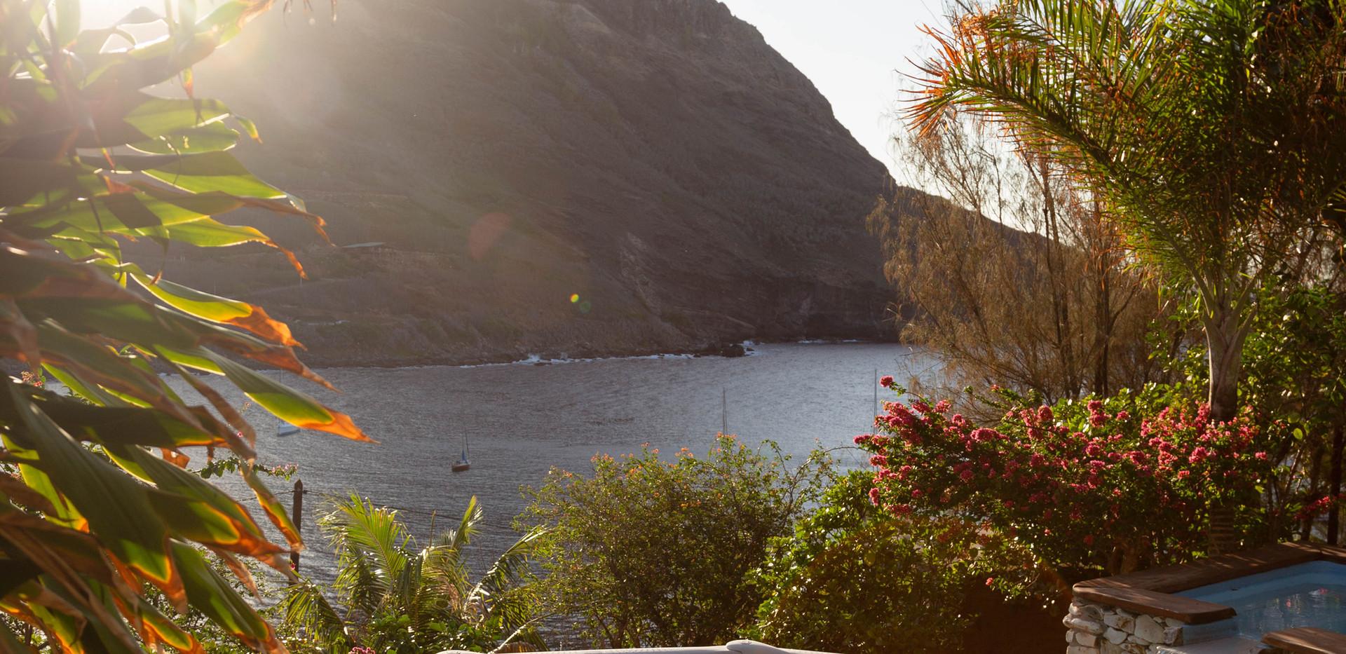 Vue sur la baie de Hakahau.jpg