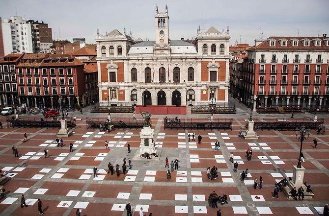 Patricia Sandonis participatory art in public realm, arte participativo en espacio publico, Valladolid, installation, Creart.org, art and economics