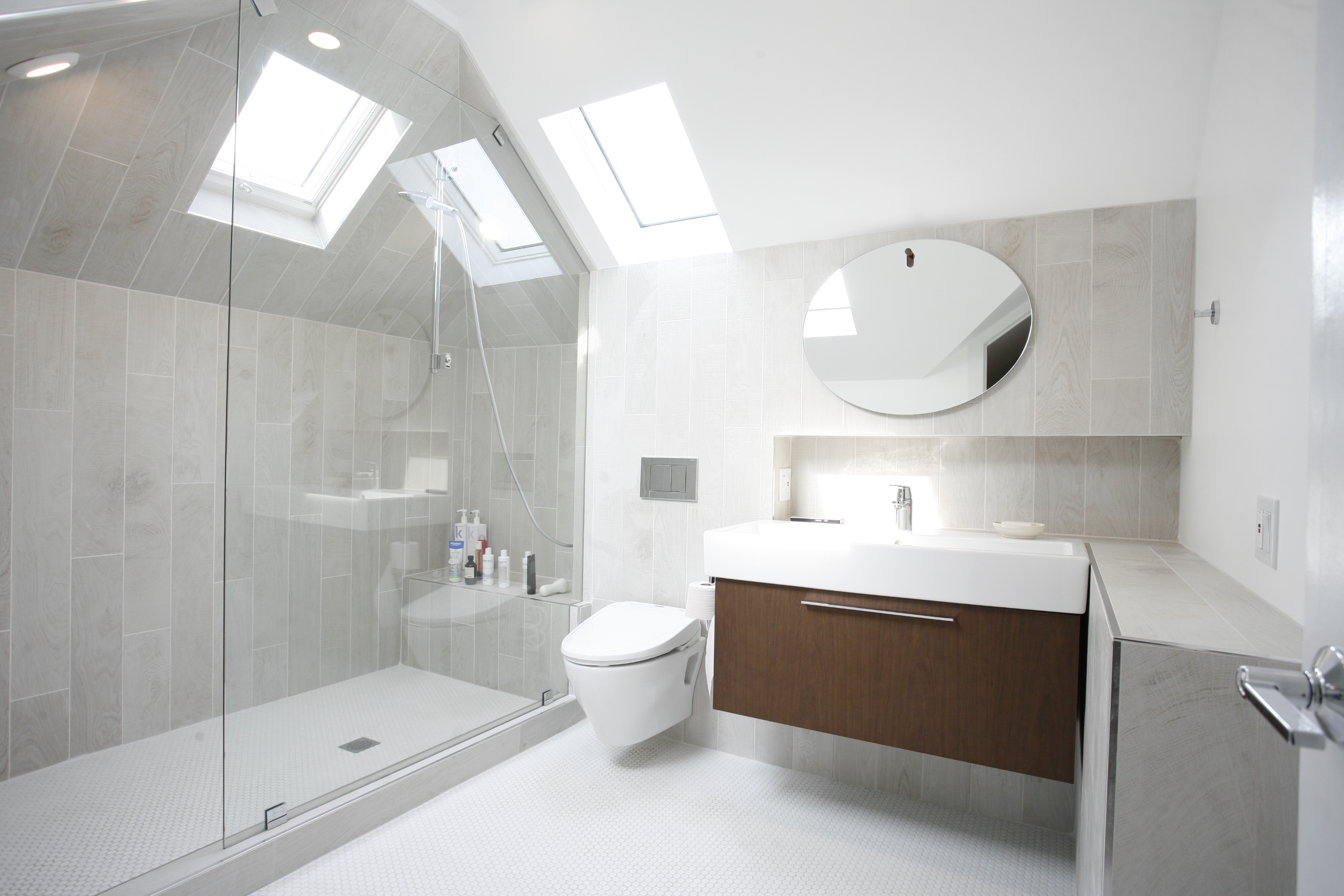 Berg Attic, Bathroom