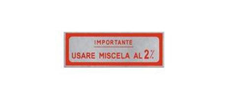"""Adesivo rosso Vespa """"Importante usare miscela al 2%"""""""
