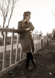 RioIV Mujer en la valla