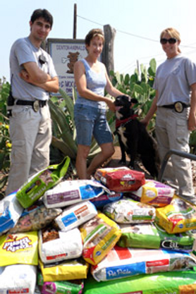 paws-pantry-volunteers.png