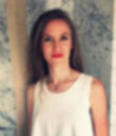 Charlotte De Volder heeft een passie voor make-up. Charlotte studeerde handelsingenieur aan de Ugent en een professionele opleiding tot make-up artist bij MUD Designory. Charlotte combineert vandaag haar job in de mode-sector met haar activiteiten als make-up artist. Bruidsmake-up is een van haa specialiteiten. Ook hairstylin behoort tot haar aanbod.