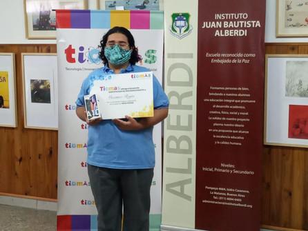 Máximo Rojas recibe su premio de Trivias TICMAS