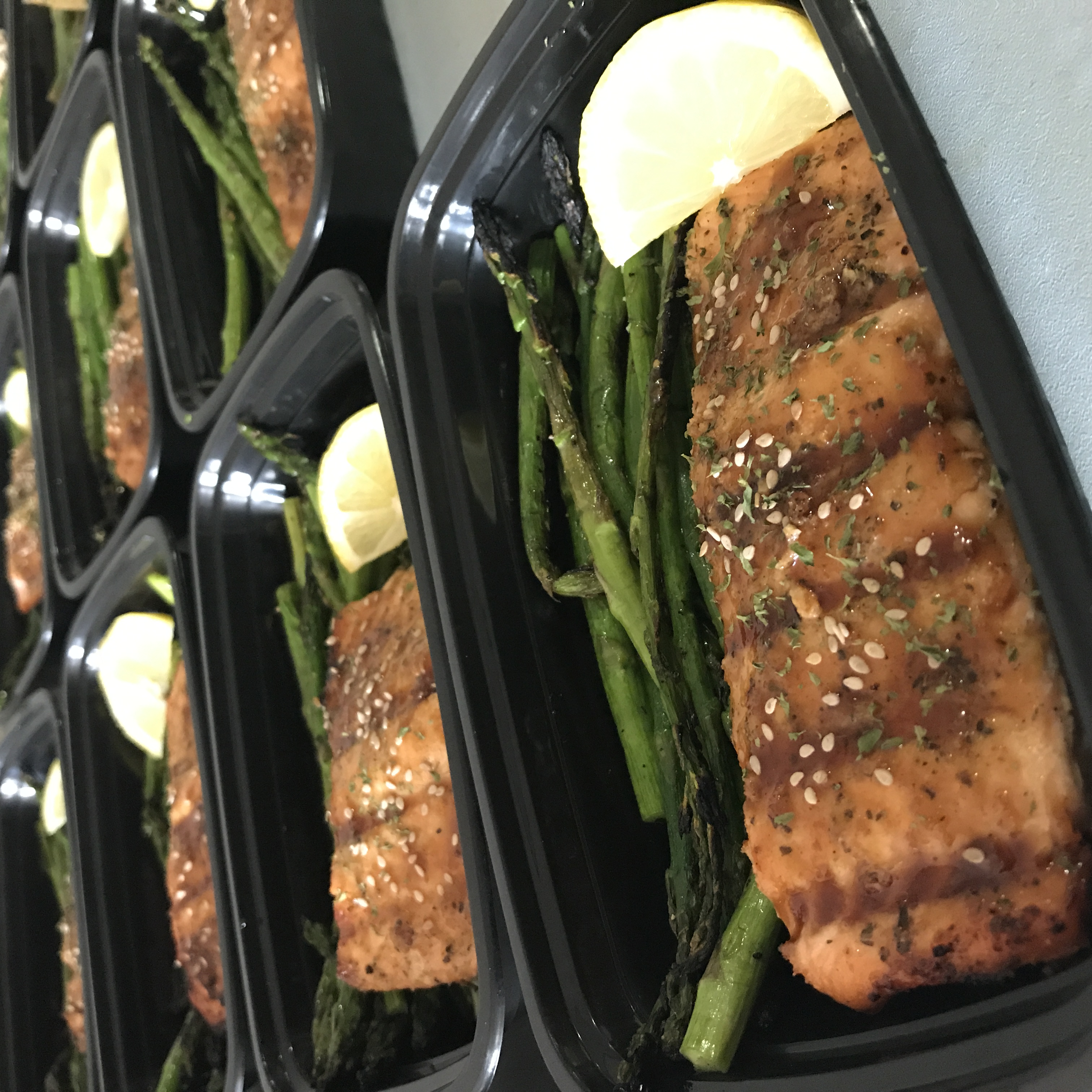 GRILLED SALMON W/ ASPARAGUS