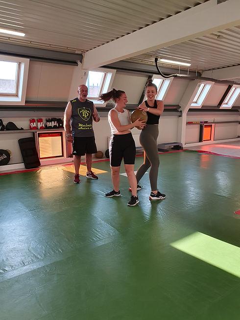 small_group_vrouwen_boksen.jpg