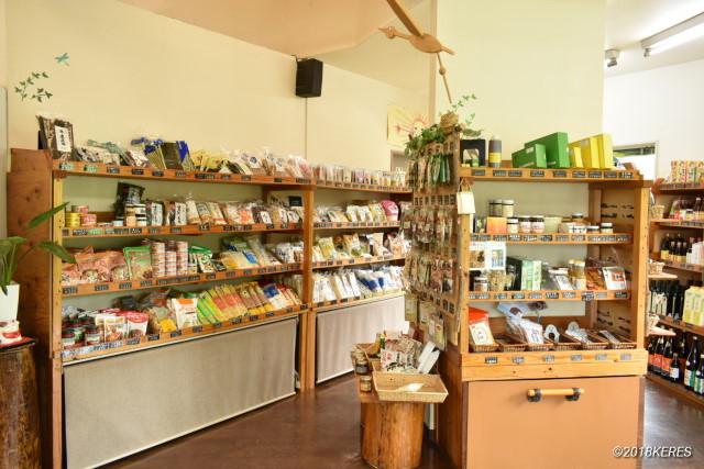 野津町「NAZUNA Lunch & Café」併設の有機野菜ショップ「なずな」