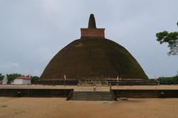 stará dagoba v Anuradhapuře