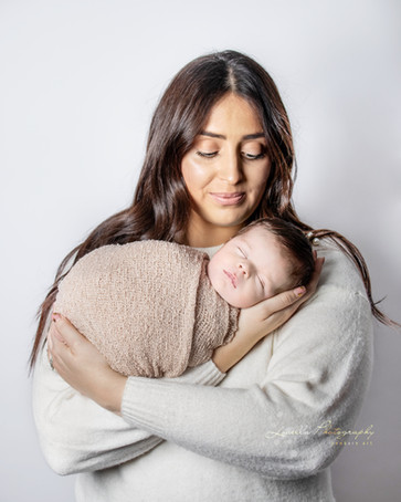 louella photography wirral photographer newborn portrait birthday maternity pregnancy older baby cake smash  wirral photography photographer mobile photographer baby smiles siblings family photoshoot