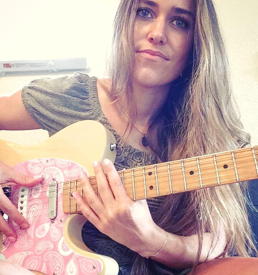 Andrea_Guitar