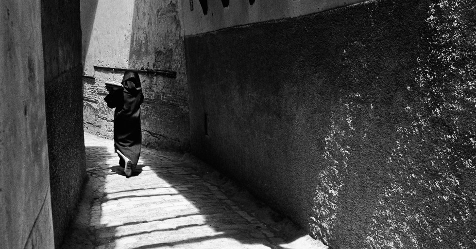 Carrying bread_Fez, Morocco 1986