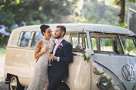 Couple drinking champagne with wedding Kombi