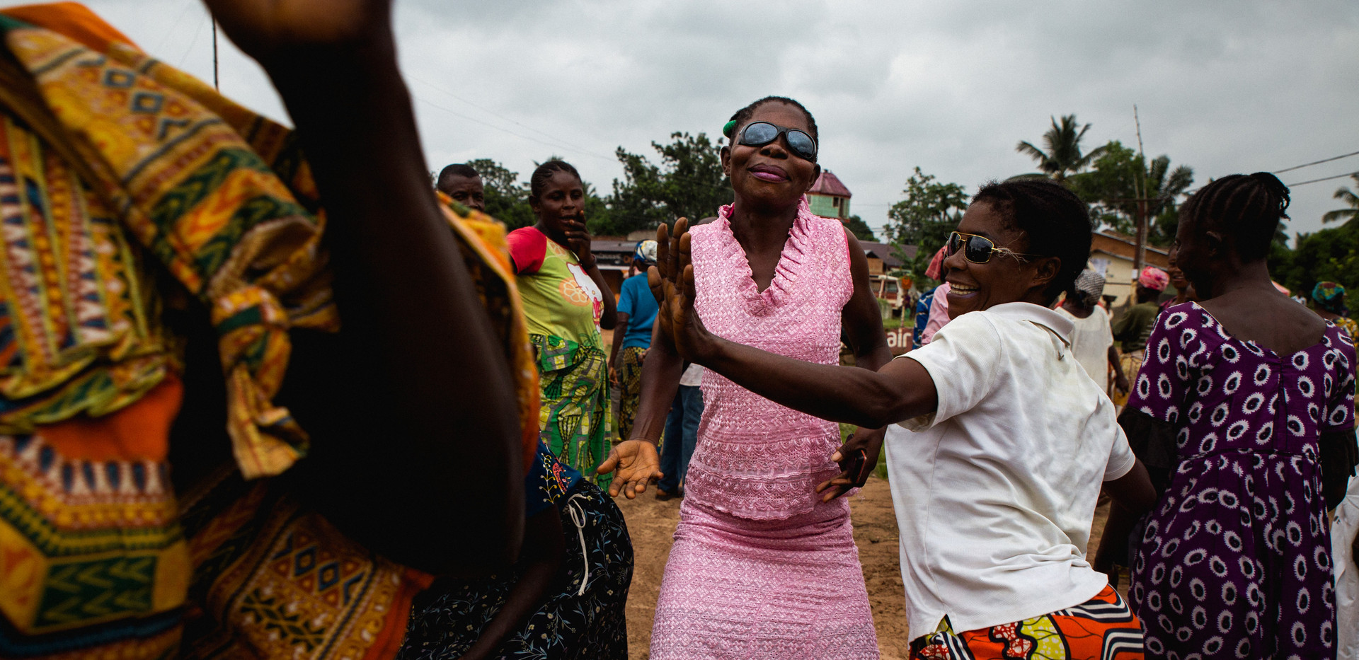 In Kananga, a procession celebrates a burial. In DRC this is synonymous with celebration.