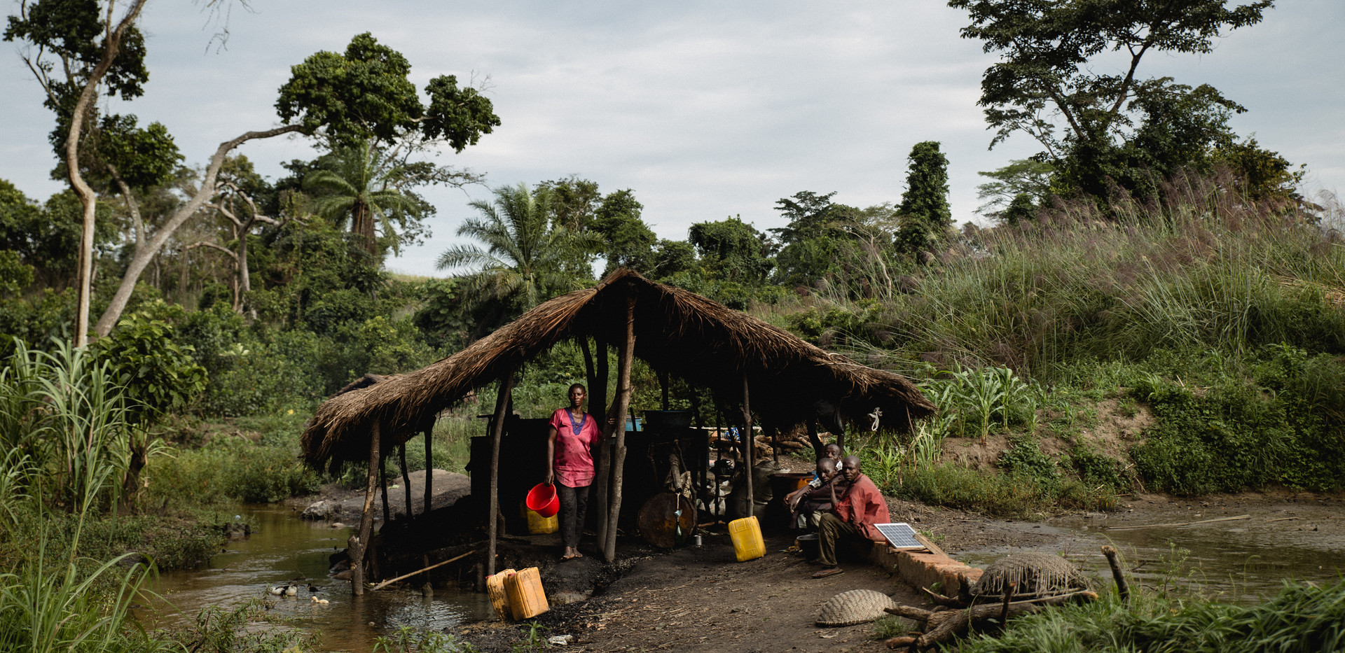 A distillery of palm alcohol in the middle of the bush.