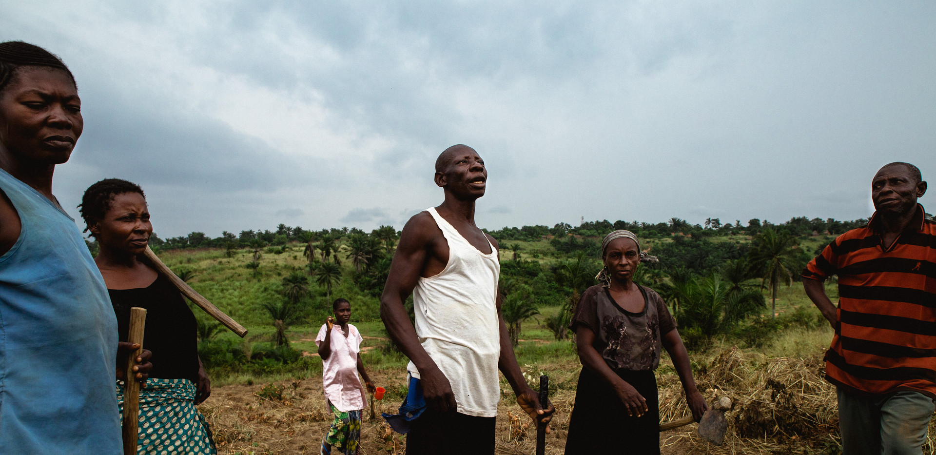 Villagers take over the culture in the fields around Kananga.