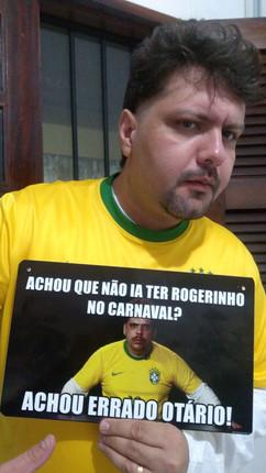 Everson - Pensou que não ia ter o Rogerinho no carnaval de Fortaleza, pensou errado Otário!