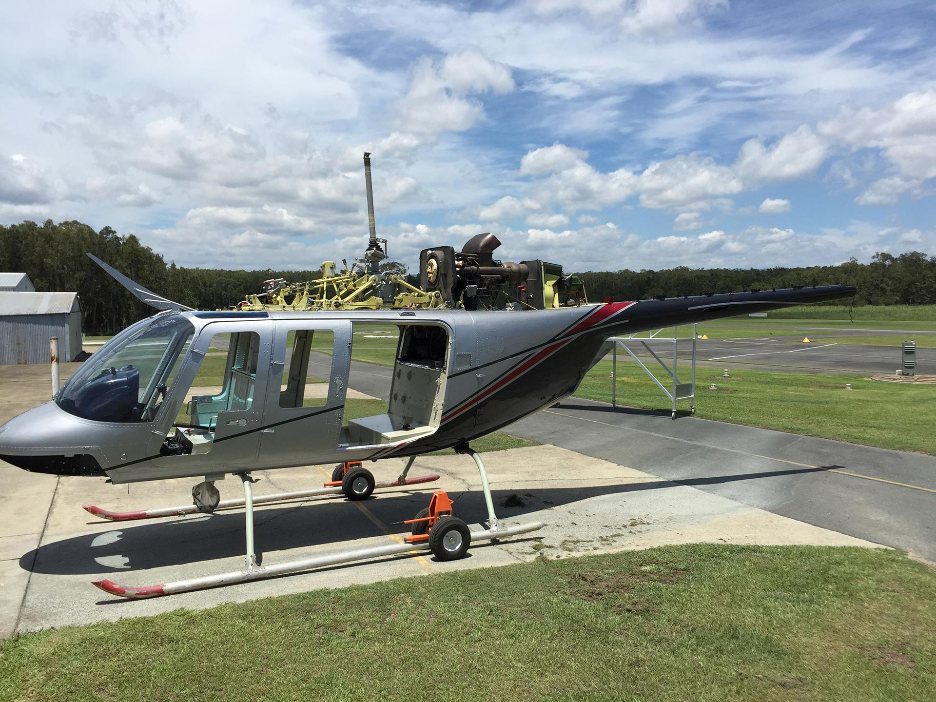 Helicopter_Bell_B206-L1_Respray_Progress