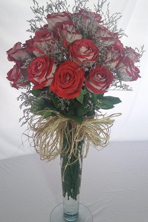 arranjo com rosas matizadas.