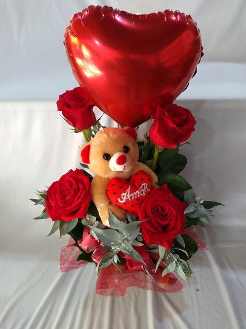 Arranjo com 4 rosas, urso e balão