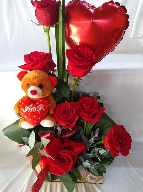 Arranjo com rosas especiais, urso e balão