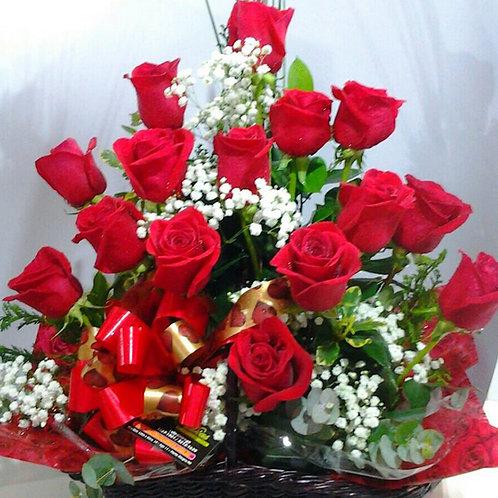 Cesta com 18 rosas especiais