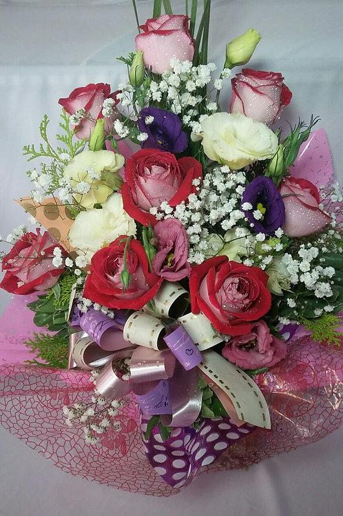 Arranjo rosas e lisianthus