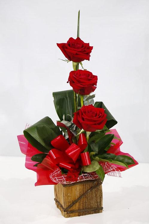 Arranjo com 3 rosas especiais.