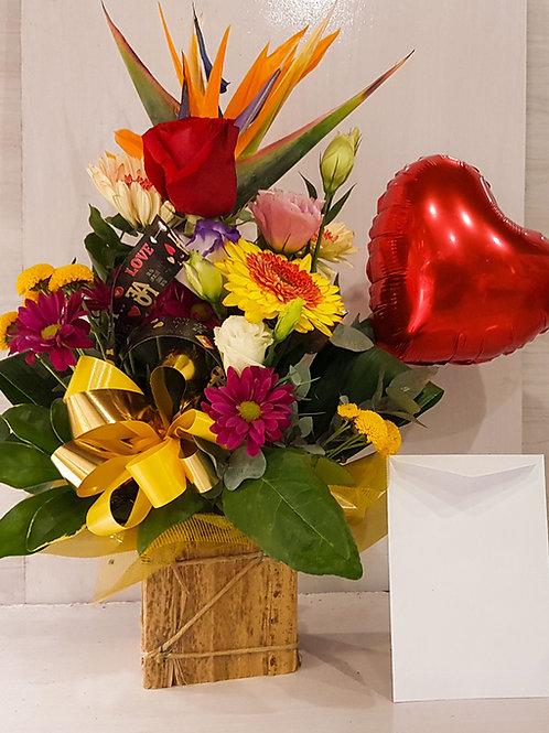 Arranjo de flores mistas com coração