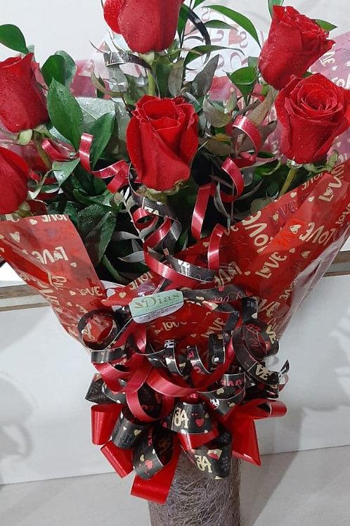 Buque com 6 rosas especiais