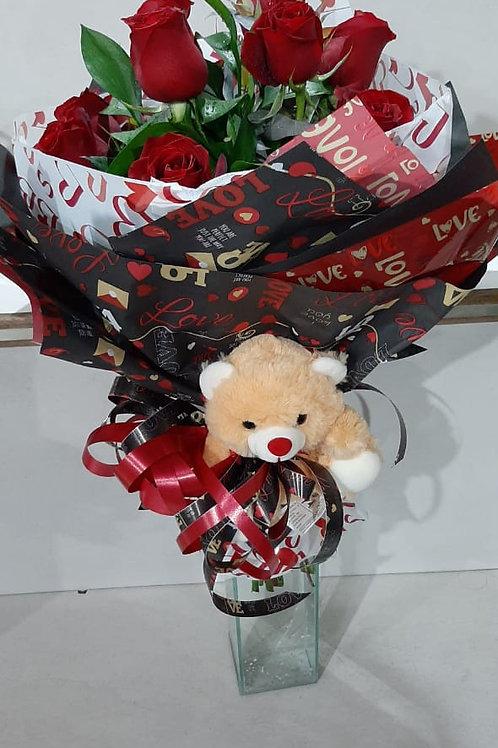 Buque especial com 12 rosas vermelhas e ursinho