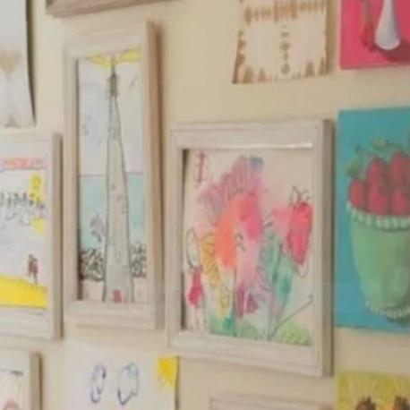 Desenhos coloridos dos filhos deixam a casa alegre