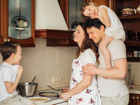 Cozinhar com crianças estimula a criatividade