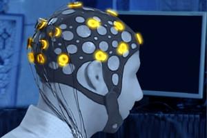 Başa monte edilen EEG cihazı