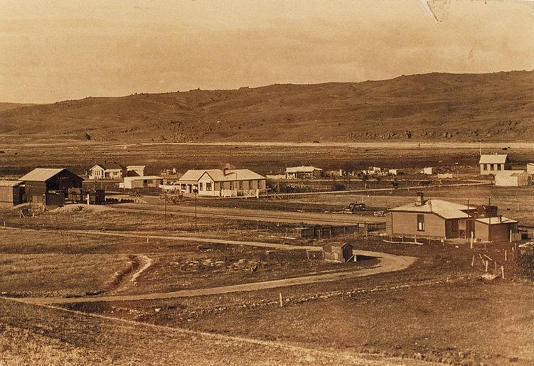 Arrival_of_the_Railway-Lauder_c_1905_RO0
