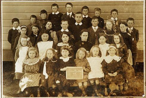 Lauder Railway School 1914 CS Museum.jpg