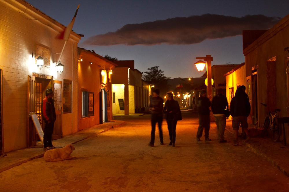 rua noite pedestres