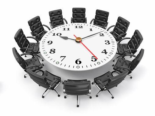 שולחן דיונים עם שעון .jpg
