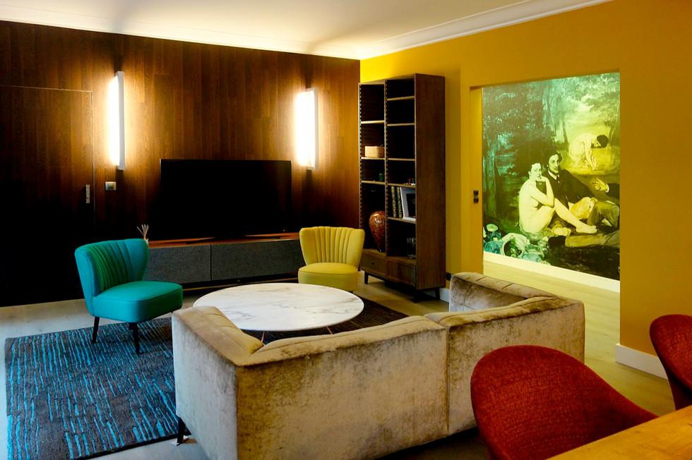 Яркая квартира в Париже 07.jpg