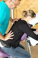 Massage assis sur chaise ergonomique