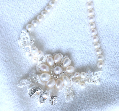 Embroidered lace necklace