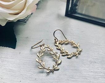 Bohemian gold laurel pearl earrings