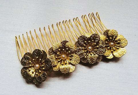 Golden flower comb