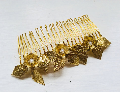 Golden flower comb